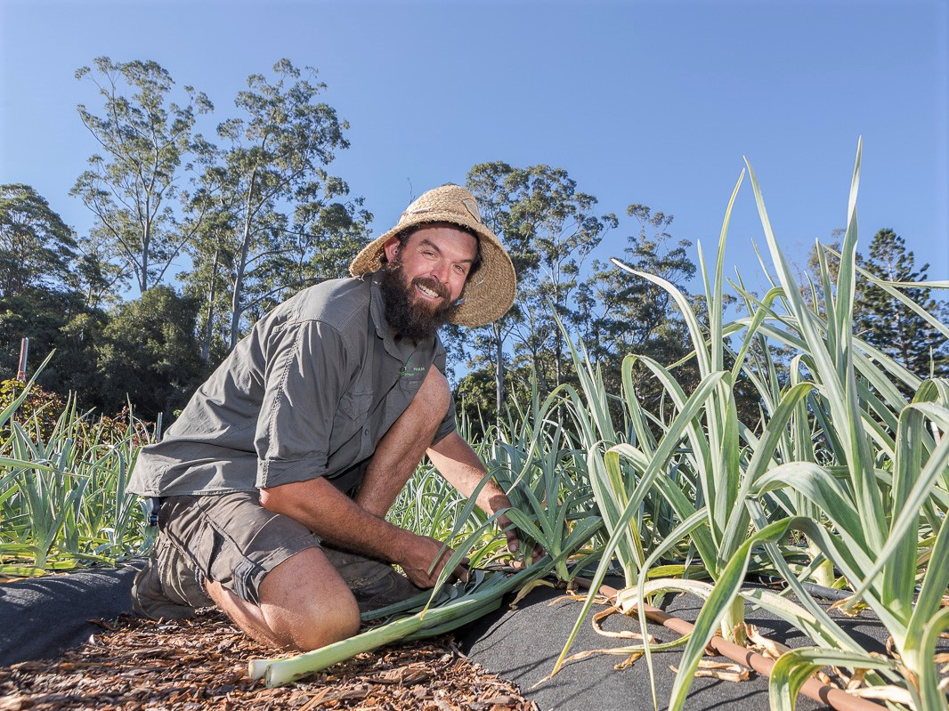 https://www.futurefoodsystems.com.au/wp-content/uploads/2020/07/Darren-Smith-of-New-Life-Farm-Sapphire-Beach-supplies-fresh-organic-produce-to-locals-in-the-Coffs-area_Credit-Coffs-Harbour-City-Council.jpg