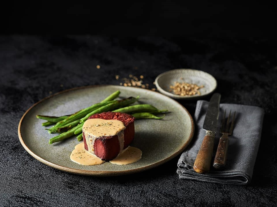 https://www.futurefoodsystems.com.au/wp-content/uploads/2020/07/Plant-based-steak-with-sauce-and-asparagus_Credit-Redefine-Meat_CROP.jpg