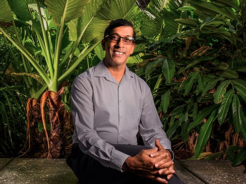 https://www.futurefoodsystems.com.au/wp-content/uploads/2020/08/Professor-Sagadevan-Mundree-is-a-big-fan-of-the-great-green-outdoors.-Credit-QUT.jpg