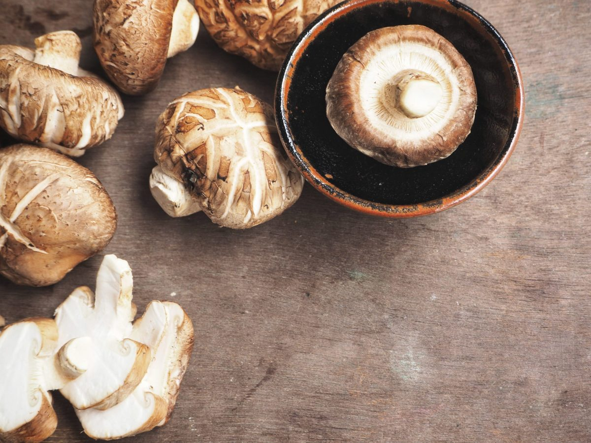https://www.futurefoodsystems.com.au/wp-content/uploads/2020/08/Shiitake-mushrooms-the-basis-of-Fable-Food-Cos-plant-based-alt-meat-products.-Credit-Shutterstock_1017477121-scaled-1200x900.jpg