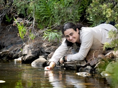 https://www.futurefoodsystems.com.au/wp-content/uploads/2020/09/CDU-ecologist-Dr-Carla-Eisemberg-netted-the-NT-Young-Tall-Poppy-Science-Award-for-2020_Credit-CDU-News_CROP.jpg