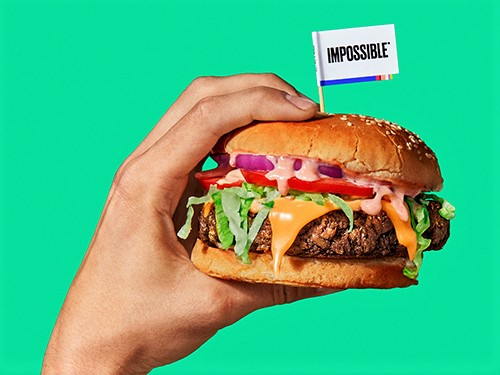 https://www.futurefoodsystems.com.au/wp-content/uploads/2020/09/Impossible-burger-in-hand_Impossible-Burgers_CROP.jpg