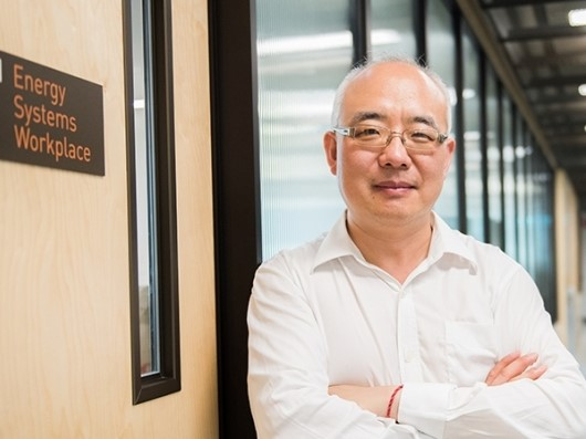 https://www.futurefoodsystems.com.au/wp-content/uploads/2020/09/Prof.-Joe-Dong-at-his-UNSW-Sydney-office_Credit-UNSW-Digital-Grid-Futures_CROP.jpg