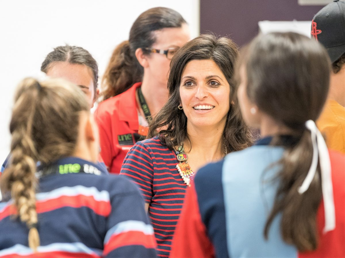 https://www.futurefoodsystems.com.au/wp-content/uploads/2020/12/Dr-Gal-Winter-with-students-2018-closeup.-Image-courtesy-of-Dr-Gal-Winter_CROP_Oorala_STEM_2018-73-1200x900.jpg