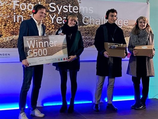 https://www.futurefoodsystems.com.au/wp-content/uploads/2020/12/The-winners-of-the-Wageningen-Future-Food-Video-Challenge-team-SeaweedSensing-left-and-of-the-Audience-Award-team-CROP.-Credit-Wageningen-University-Research_CROP.jpg