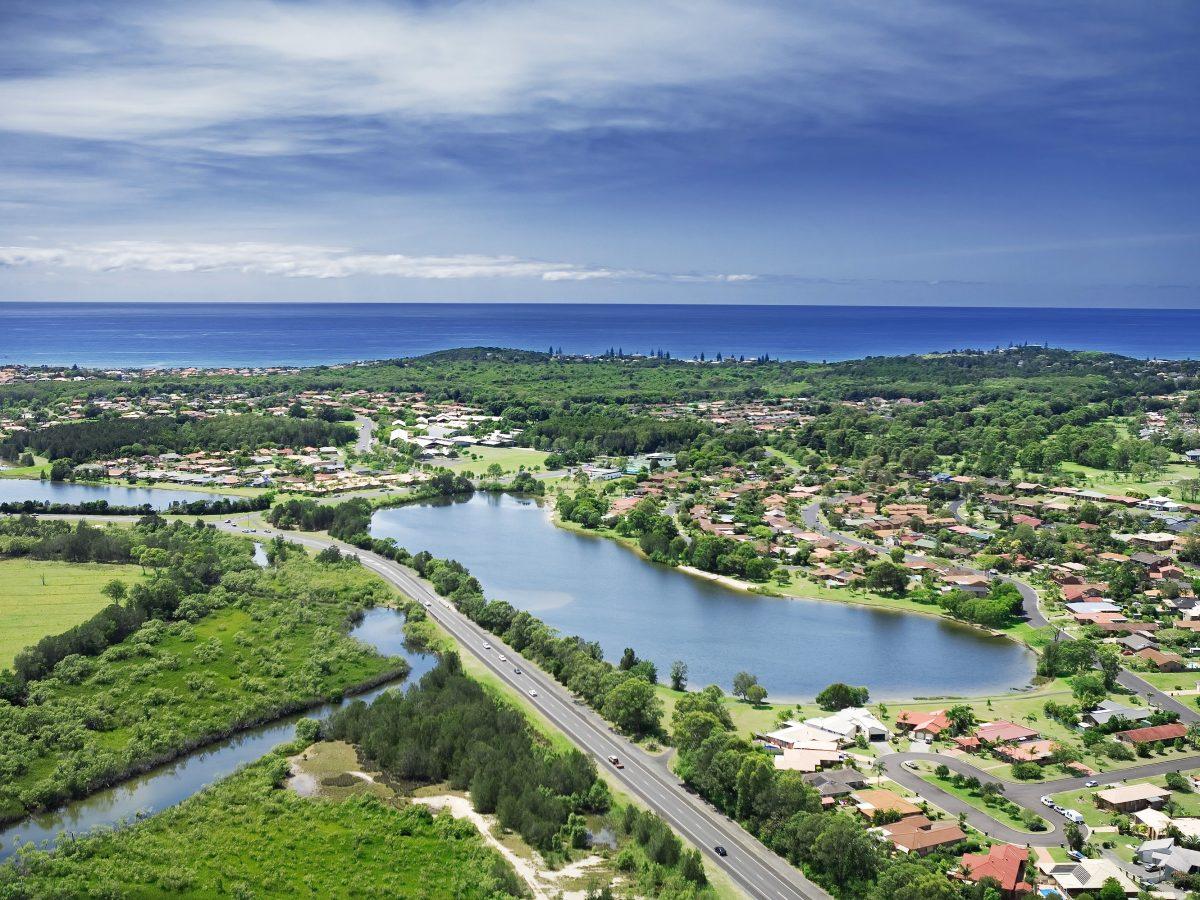 https://www.futurefoodsystems.com.au/wp-content/uploads/2021/02/Aerial-shot-of-coastal-region-of-Australia.-Credit-Ben-Heys-Shutterstock_CROP-1200x900.jpg
