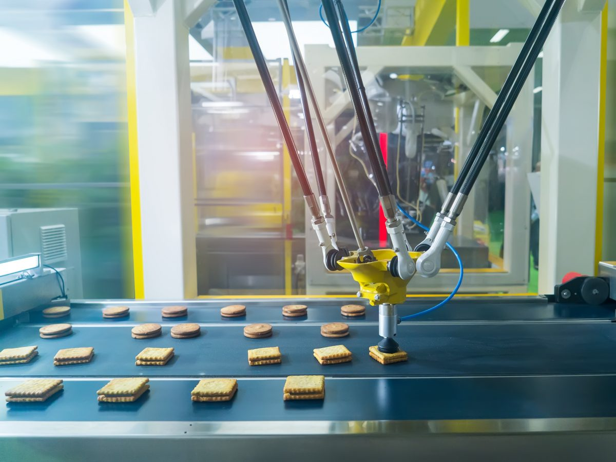 https://www.futurefoodsystems.com.au/wp-content/uploads/2021/03/Automated-production-in-a-food-manufacturing-factory.-robot-with-vacuum-suckers-with-conveyor-in-Production-of-cookies-in-a-manufacture-factory.-Shutterstock_1064064776_CROP-1200x900.jpg