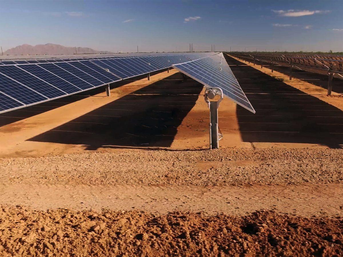 https://www.futurefoodsystems.com.au/wp-content/uploads/2021/03/Close-up-of-solar-power-panels-in-desert.-Credit-Wadstock-Shutterstock_1013882755_CROP-1200x900.jpg