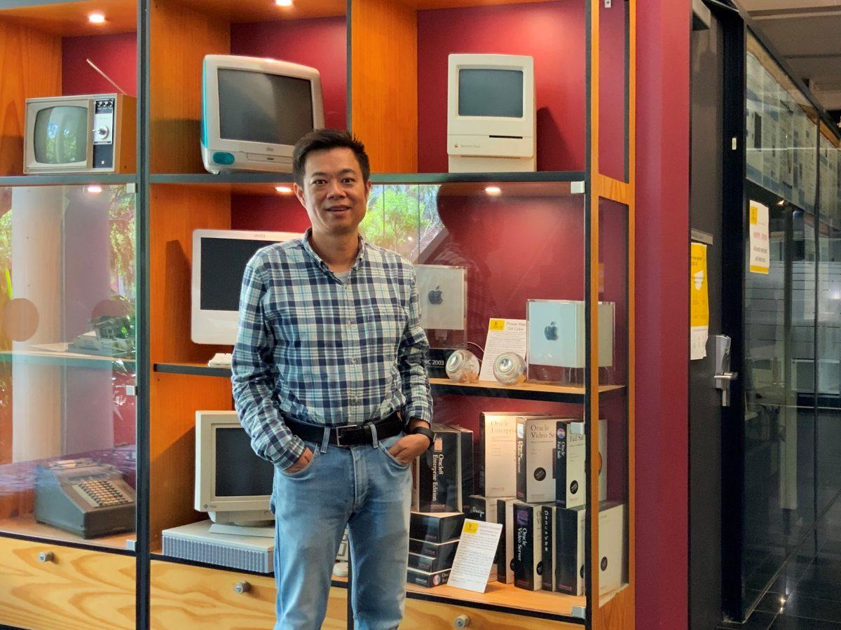 https://www.futurefoodsystems.com.au/wp-content/uploads/2021/03/UNSW-Associate-Professor-Wen-Hu-IoT-and-embedded-networked-sensor-expert_Credit-Anthony-Battaglia_CROP-1200x900.jpg