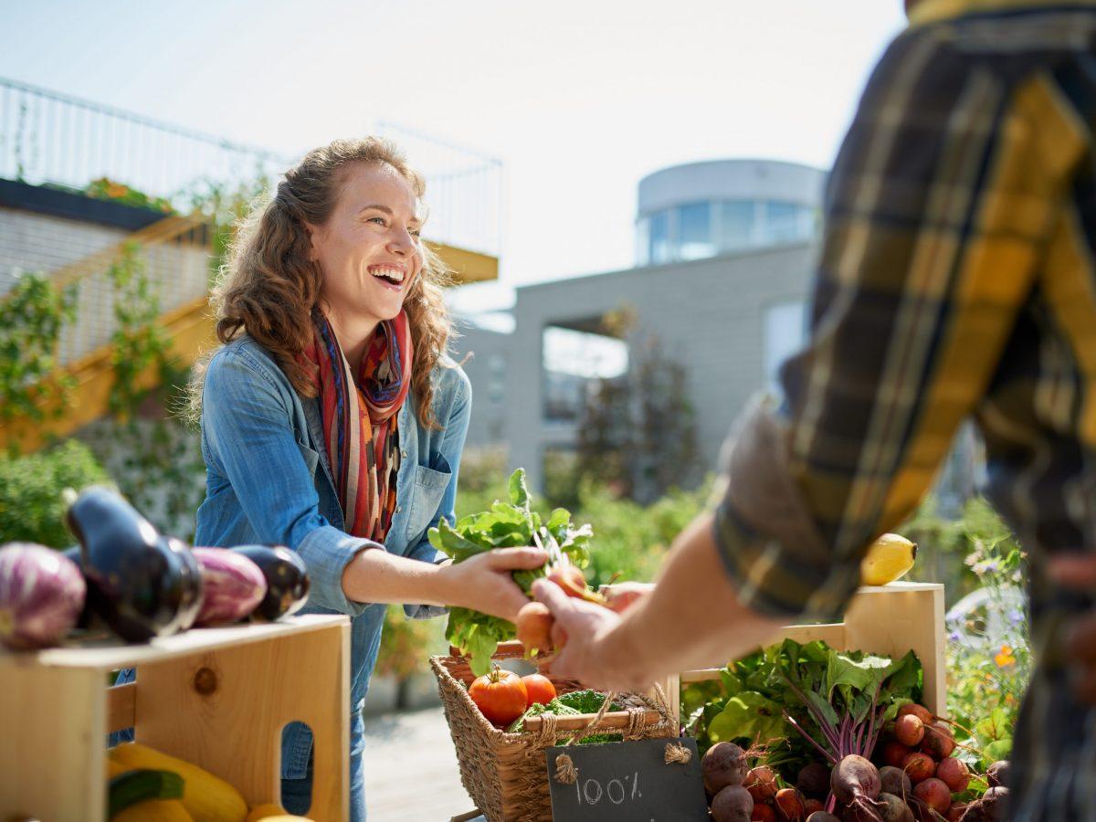 https://www.futurefoodsystems.com.au/wp-content/uploads/2021/05/Urban-farmers-market.-Credit-AYA-images-Shutterstock_558373942_CROP-scaled-1200x900.jpg
