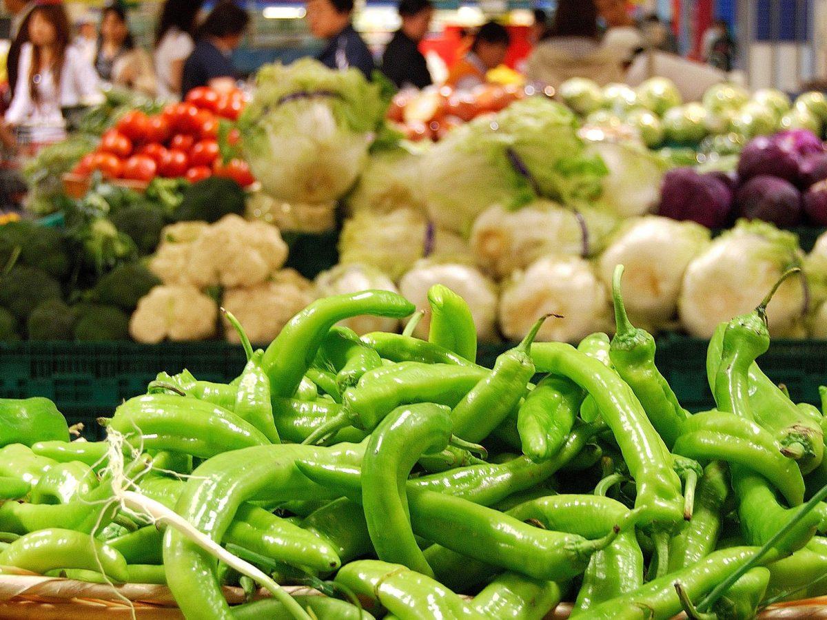 https://www.futurefoodsystems.com.au/wp-content/uploads/2021/06/Fresh-vegetables-in-a-street-market-China.-Credit-Lui-Shutterstock_37254223_CROP-1200x900.jpg
