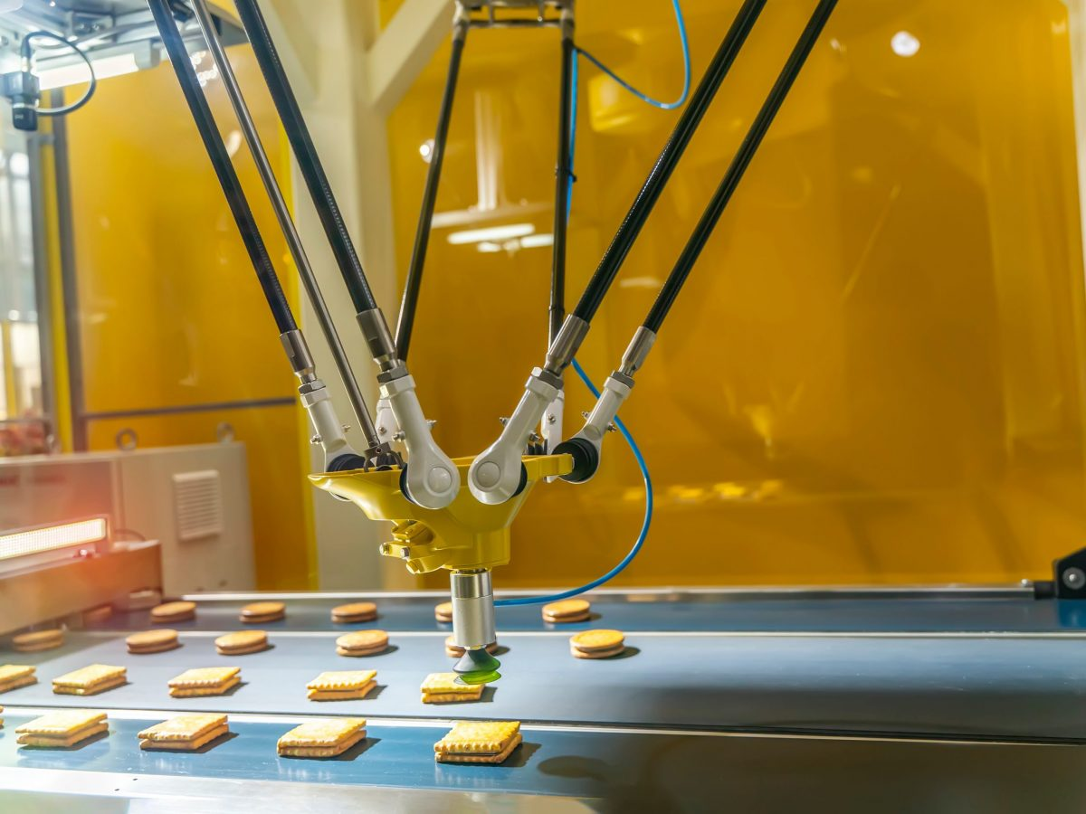 https://www.futurefoodsystems.com.au/wp-content/uploads/2021/07/Automated-food-manufacturing.-Credit-Shutterstock_1638982006_CROP-scaled-1200x900.jpg