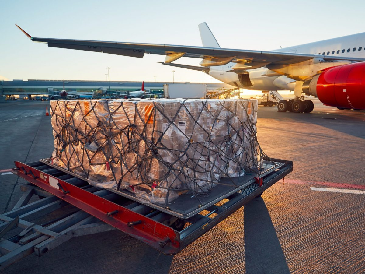 https://www.futurefoodsystems.com.au/wp-content/uploads/2021/08/Aircraft-being-loaded.-Credit-Shutterstock_745545163_CROP-scaled-1200x900.jpg