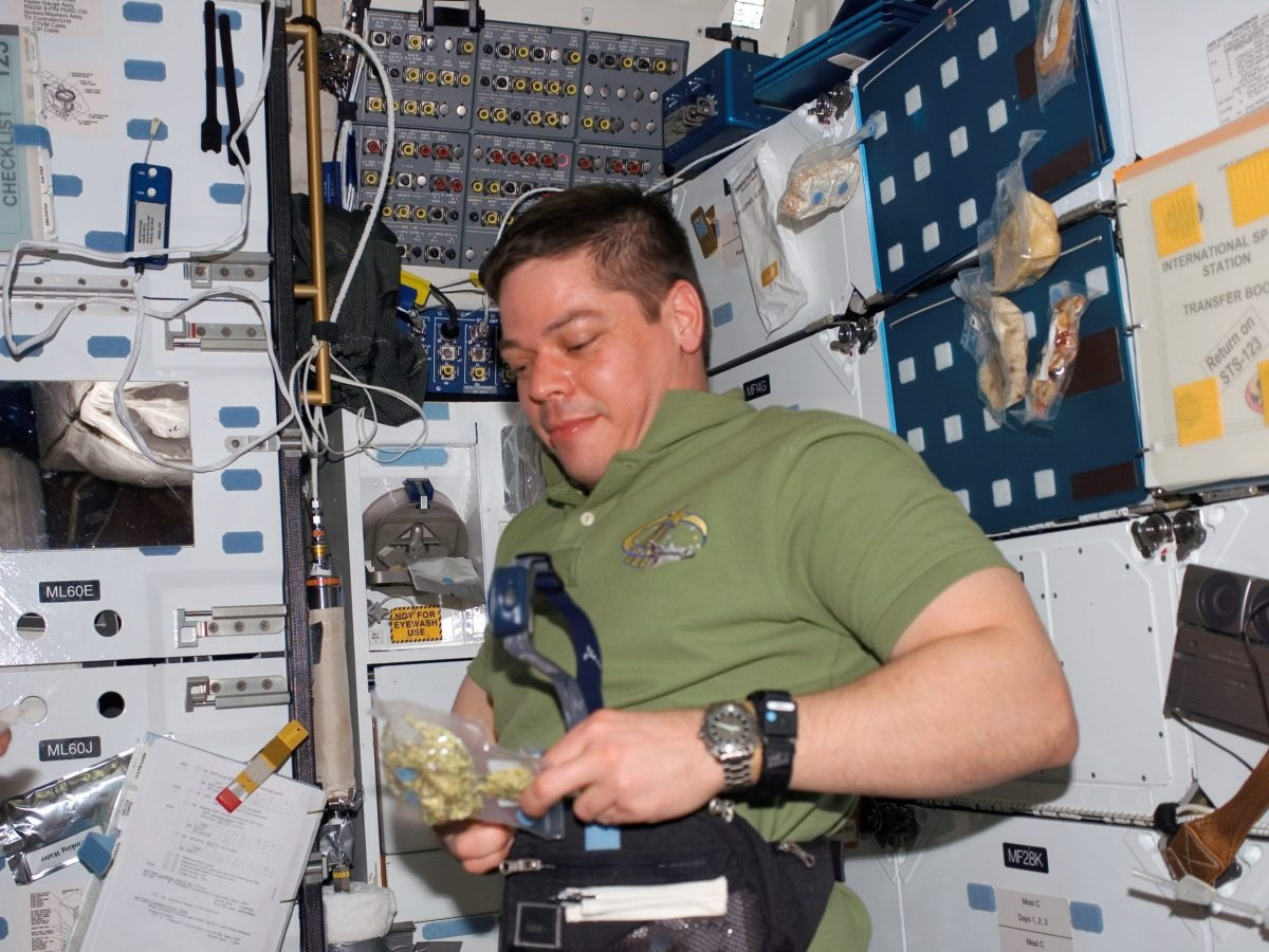 https://www.futurefoodsystems.com.au/wp-content/uploads/2021/08/Astronaut-Behnken-opens-a-food-package-in-the-MDDK-on-Space-Shuttle-Endeavour.-Credit-NASA_CROP-scaled-1200x900.jpg