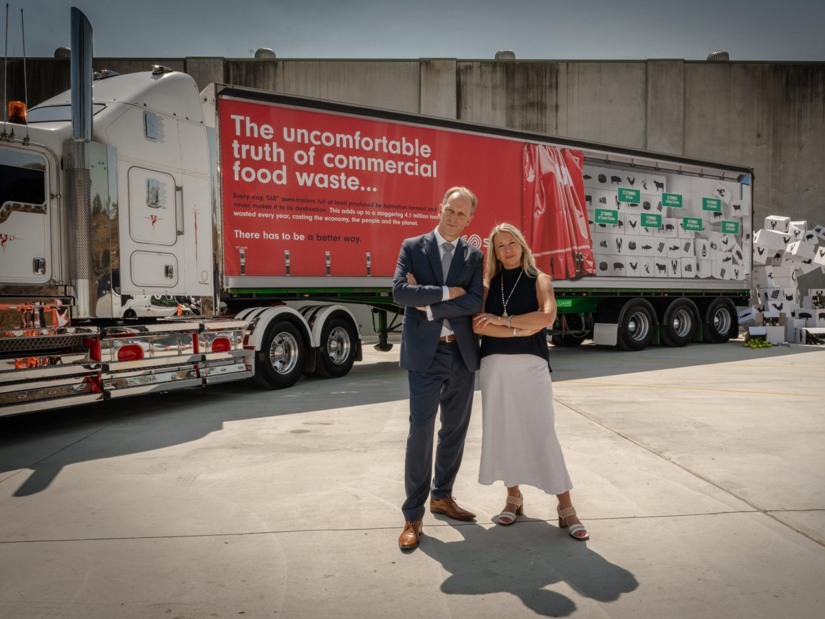 https://www.futurefoodsystems.com.au/wp-content/uploads/2021/08/Katy-Barfield-CEO-of-Yume-Food-and-Mark-Venhoek-CEO-of-Suez-following-the-Suez-Yume-partnership-announcement.-Credit-Yume-Food_CROP-scaled-1200x900.jpg
