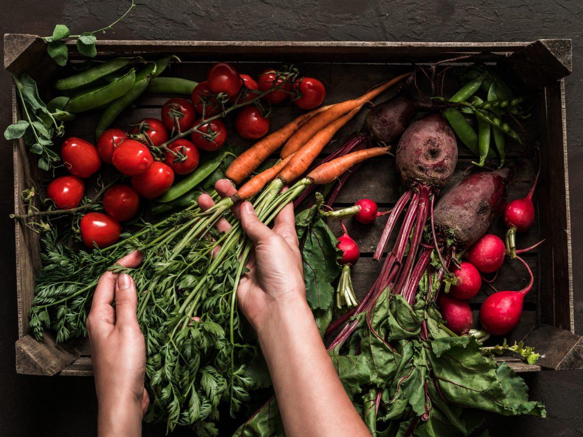 https://www.futurefoodsystems.com.au/wp-content/uploads/2021/08/Organic-vegetables-in-a-box.-Credit-Shutterstock_1451936099_CROP-scaled-1200x900.jpg