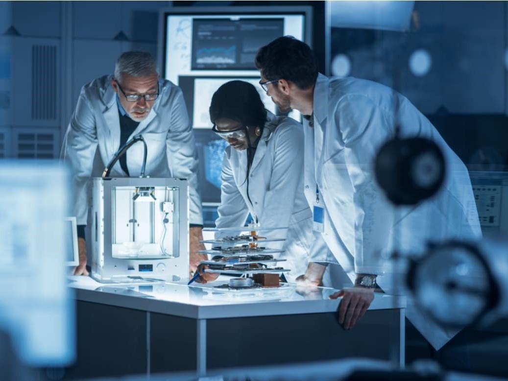 https://www.futurefoodsystems.com.au/wp-content/uploads/2021/08/Researchers-in-the-lab.-Credit-Shutterstock_1682600596_CROP.jpg