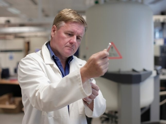 https://www.futurefoodsystems.com.au/wp-content/uploads/2021/09/CRC-Research-Program-3-lead-and-Australian-National-Phenome-Centre-Director-Professor-Jeremy-Nicholson-in-the-ANPC-lab.-Credit-Murdoch-University_CROP.jpg