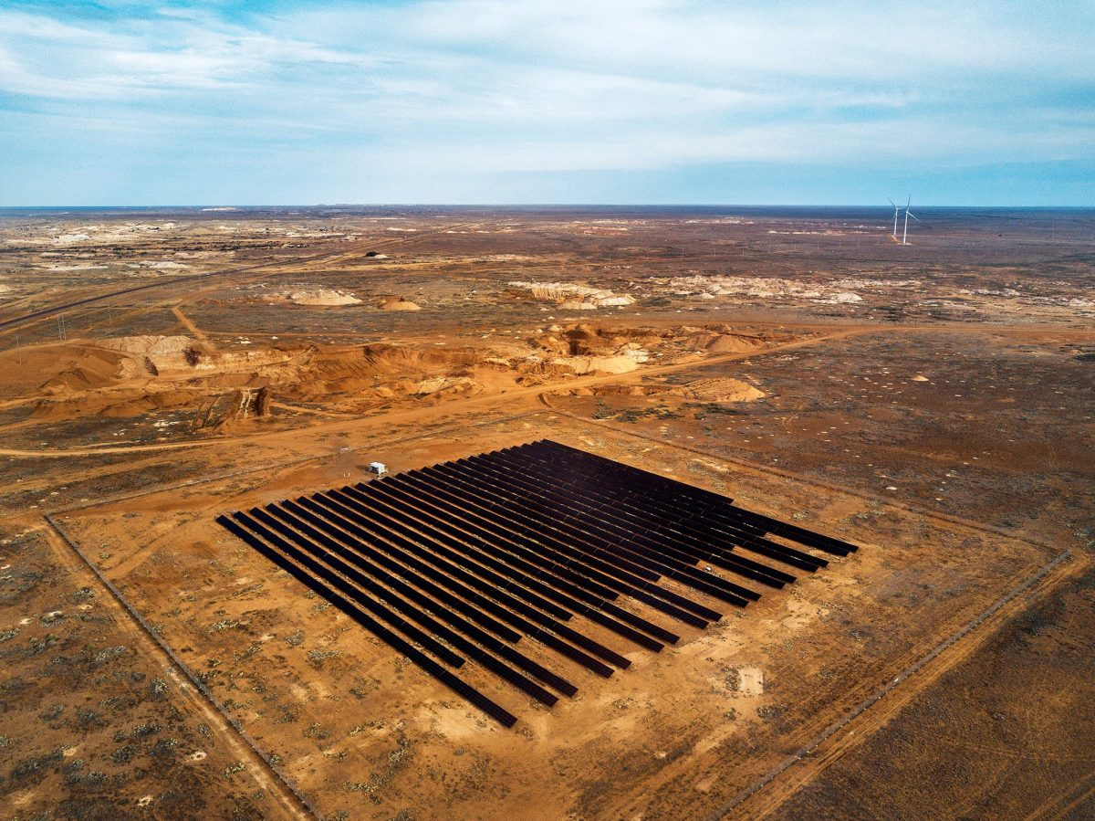https://www.futurefoodsystems.com.au/wp-content/uploads/2021/10/Coober-Pedy-Hybrid-Renewable-Microgrid-aerial-view.-Credit-ARENA-1200x899.jpg